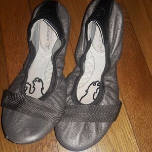 Puma Flats Size 5 1/2 Pewter colored